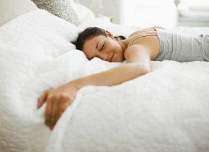 schlafpositionen der bauchschlaefer