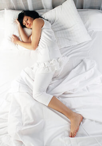 schlafpositionen der seitenschlaefer